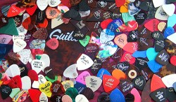 guitar_picks_1